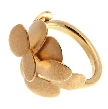 goldplated silver ring inspired by nature and leaves. Design by Scandinavian jewelry designer Kaja Gjedebo