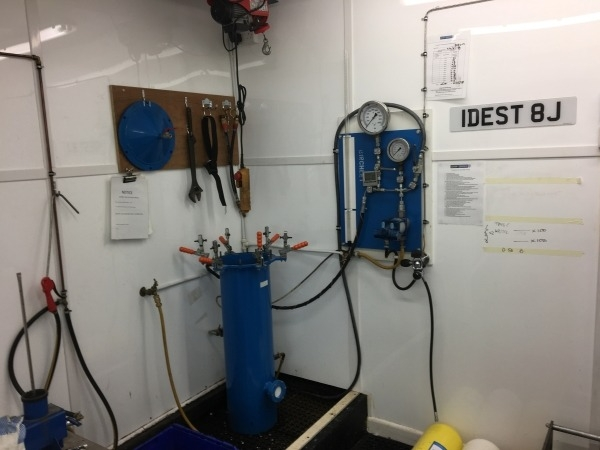 Hydrostatic Cylinder testing at canary divers a idest registered service centre