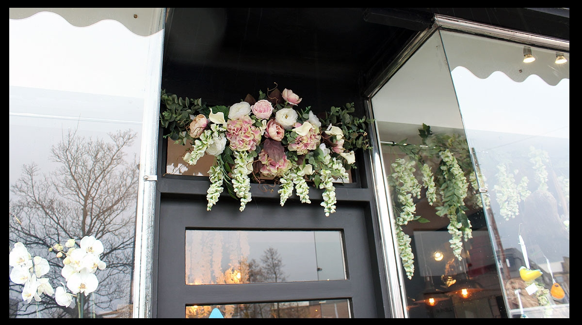 :: Flower installation at Flowers of Guiseley ::