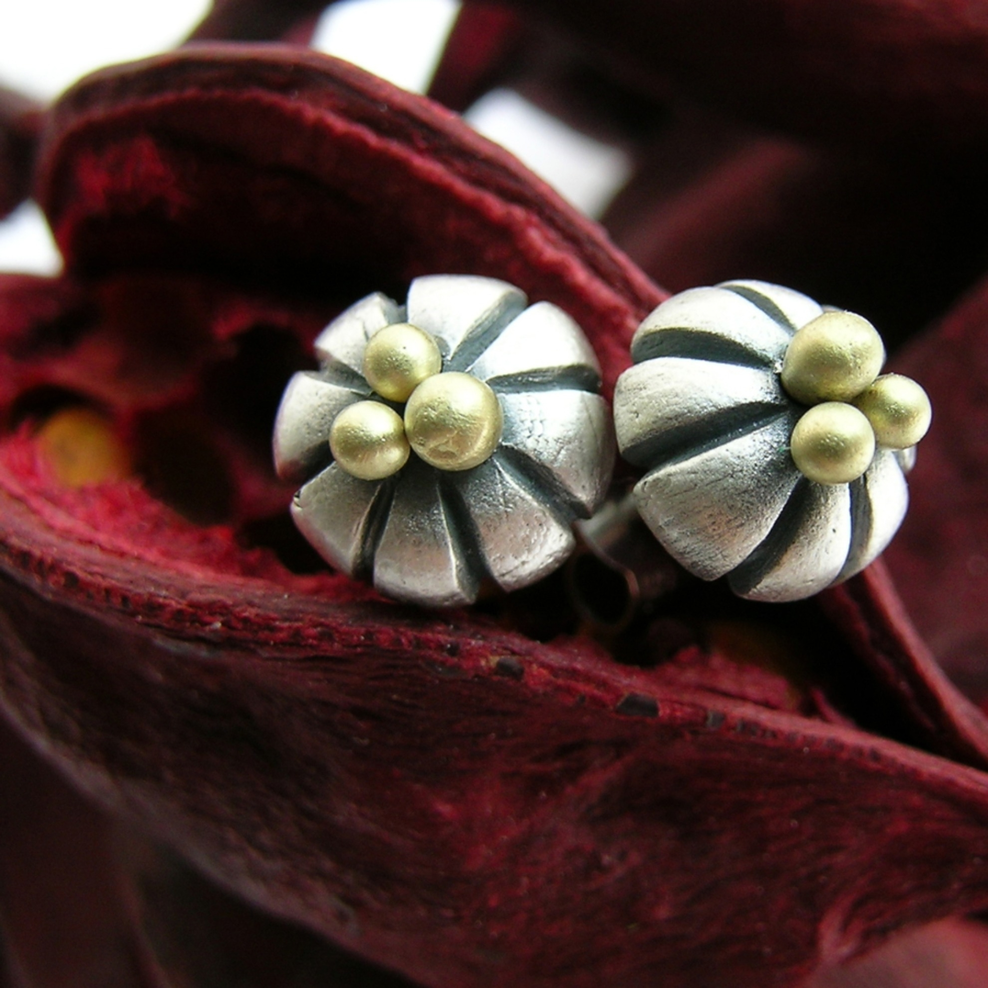 Flower studs, silver clay and 18ct gold wire.