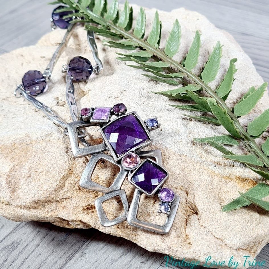 Glass & Crystal Necklaces